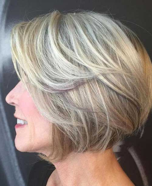 Short haircuts for women over 50-11