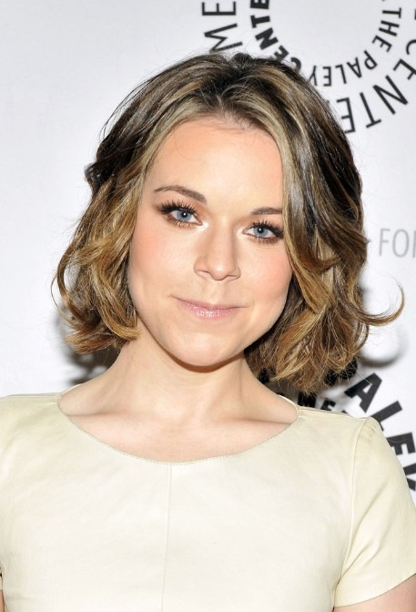 Chic short wavy and curly bob hairstyles for women