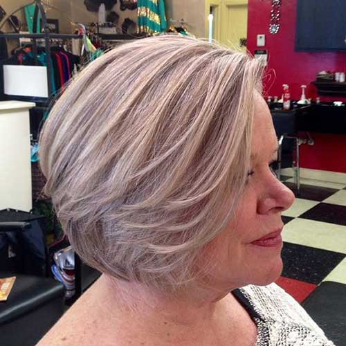 Short haircuts for older women-27