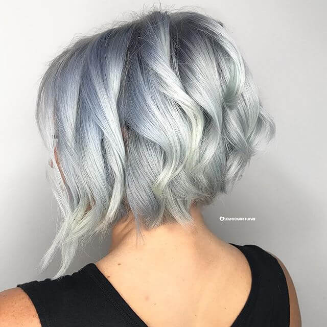 Simple short, wavy hairstyle for women