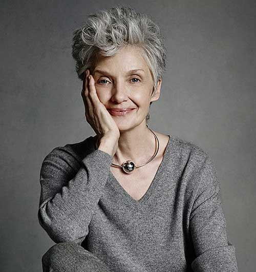 Short haircuts for older women-29