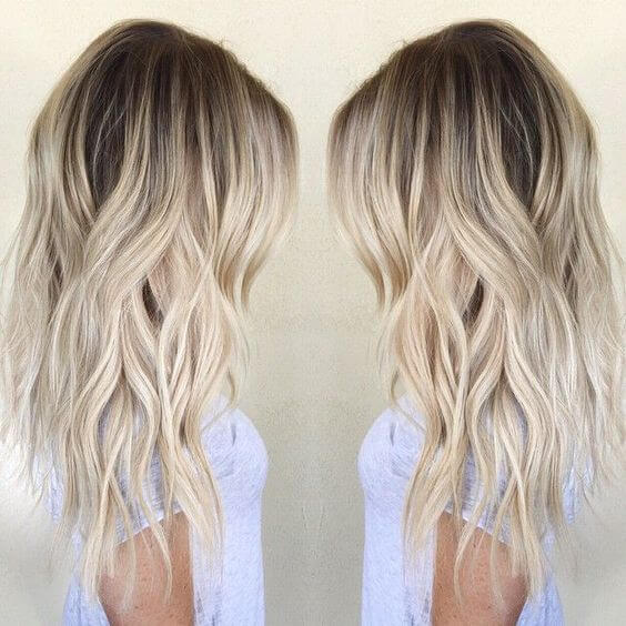 Light and coquettish blonde balayage hairstyle