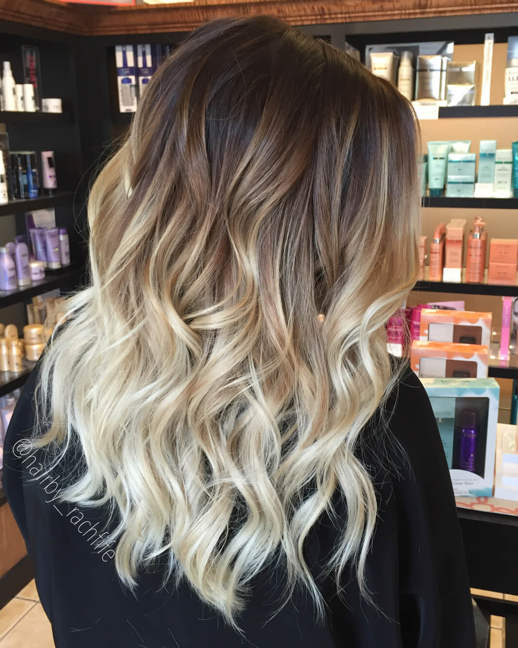 Deep, dark roots plus super-light ends are perfect