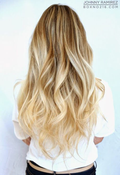Quick Beach Blonde with texture [19659033] Silky, shiny silver ombre hair