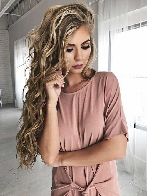 Wavy long hairstyles that women love