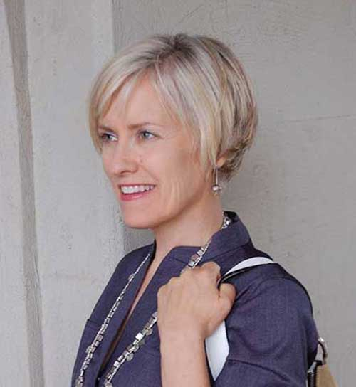 Short haircuts for older women-13