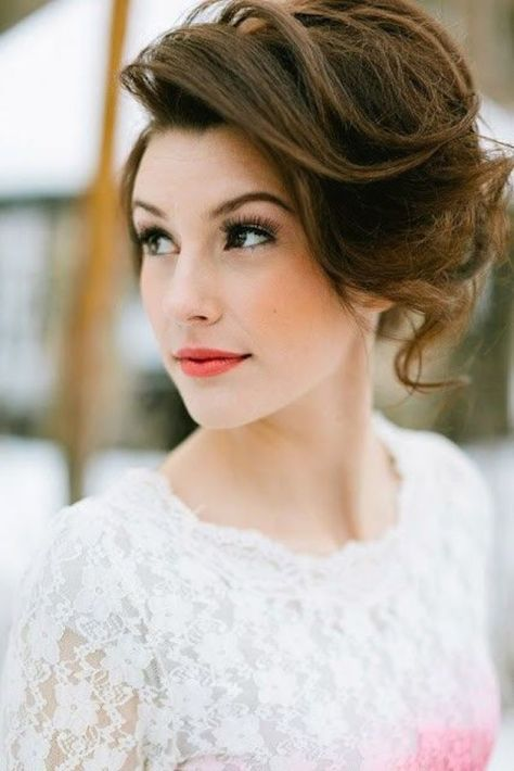 Short hairstyle for the bride