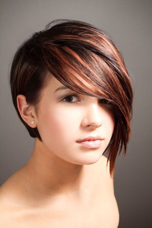 Short hairstyle with long side bales