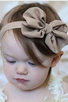 Cute children's hairstyles and bow hair accessories