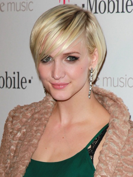 Ashlee Simpson Pretty Hairstyle with Pony [19659004] Ashlee Simpson Pretty Hairstyle with Pony </ p><br />  </ Div></p> <div id =