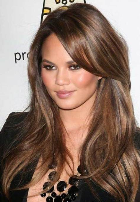 Layered hairstyle with lateral pony hairstyle