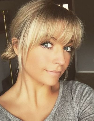 Blonde fringe with bread rolls