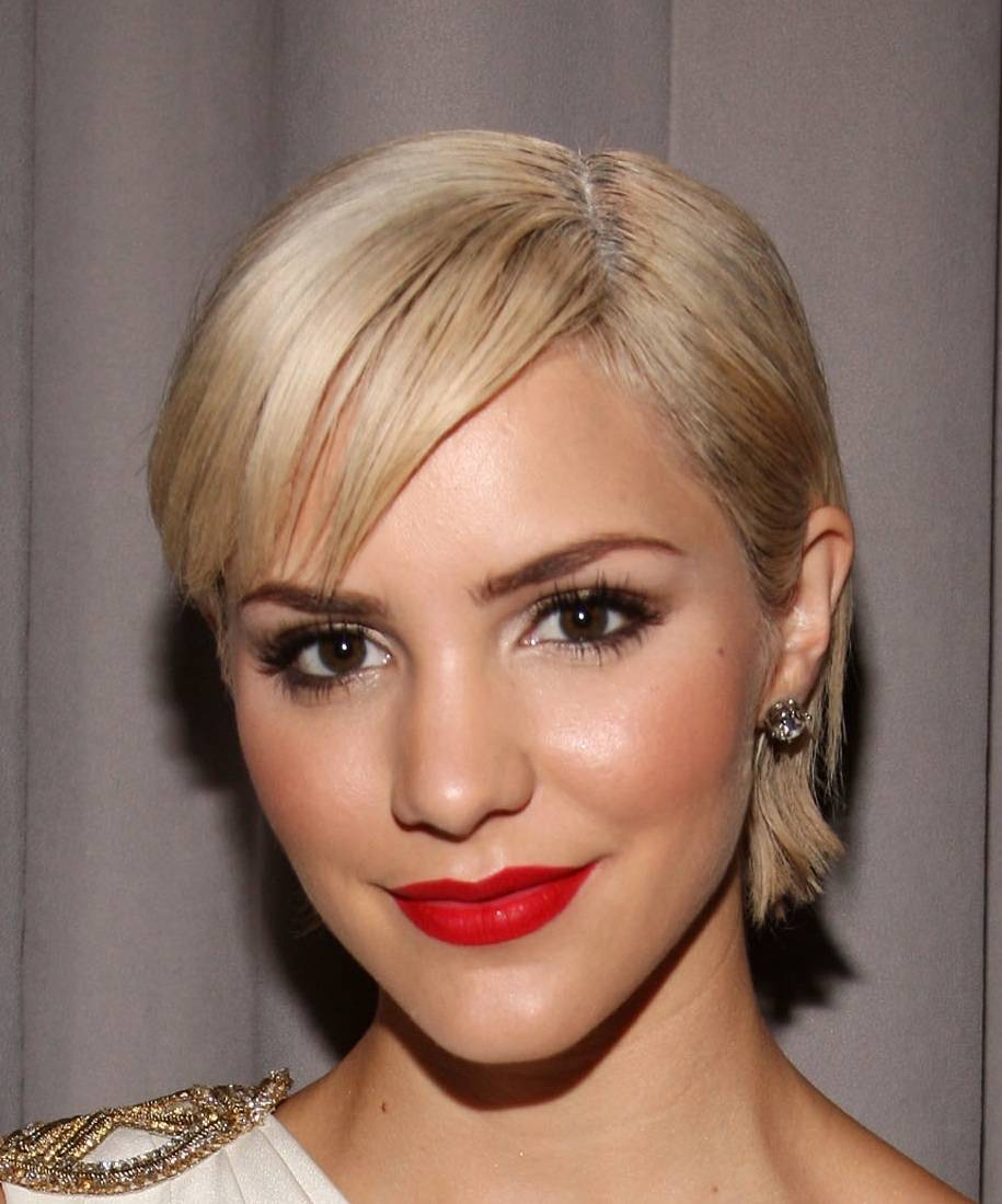 Pretty short hairstyle ideas for women gallery