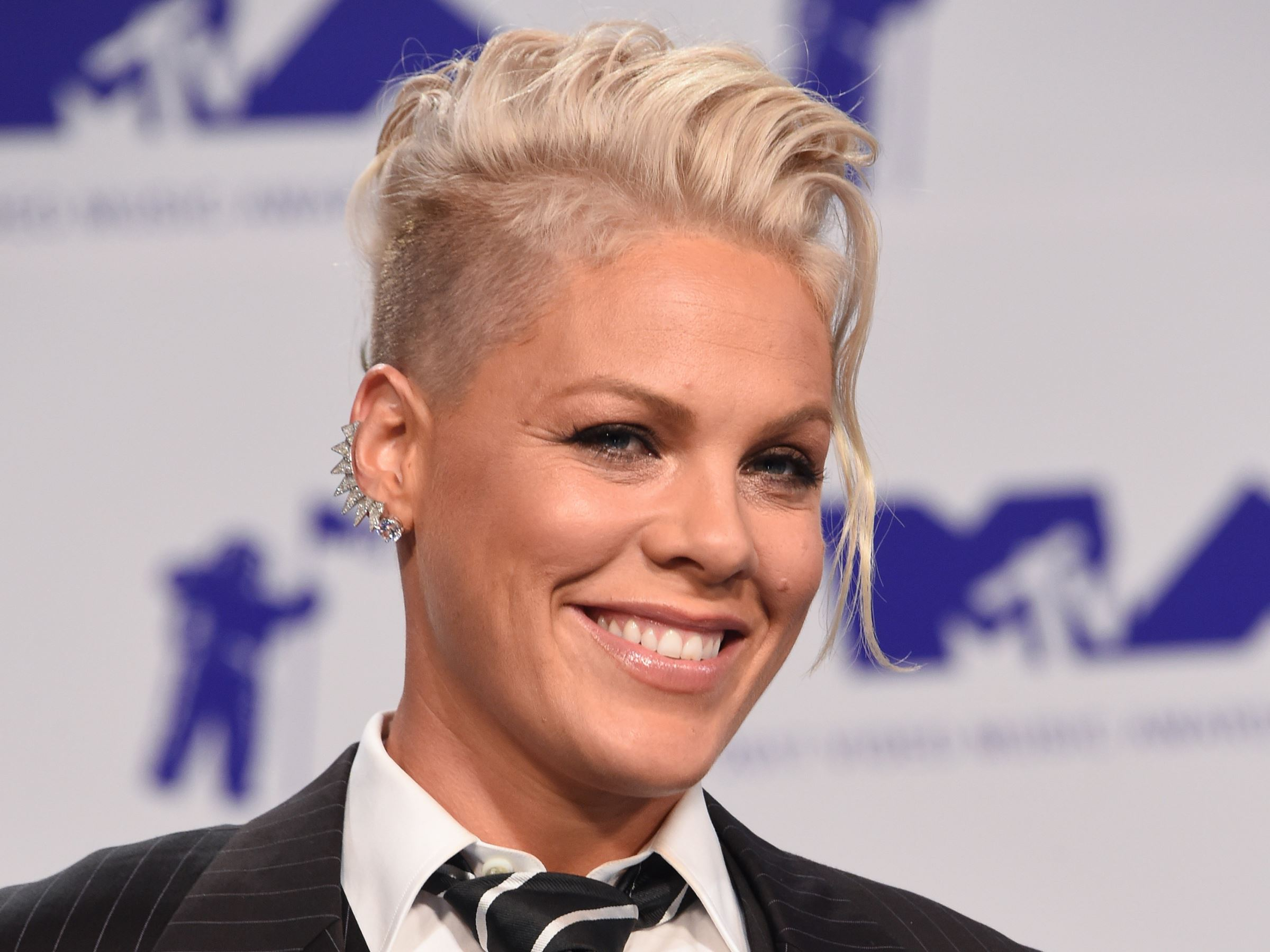 Pink Celebrity Hairstyles 2017 VMA