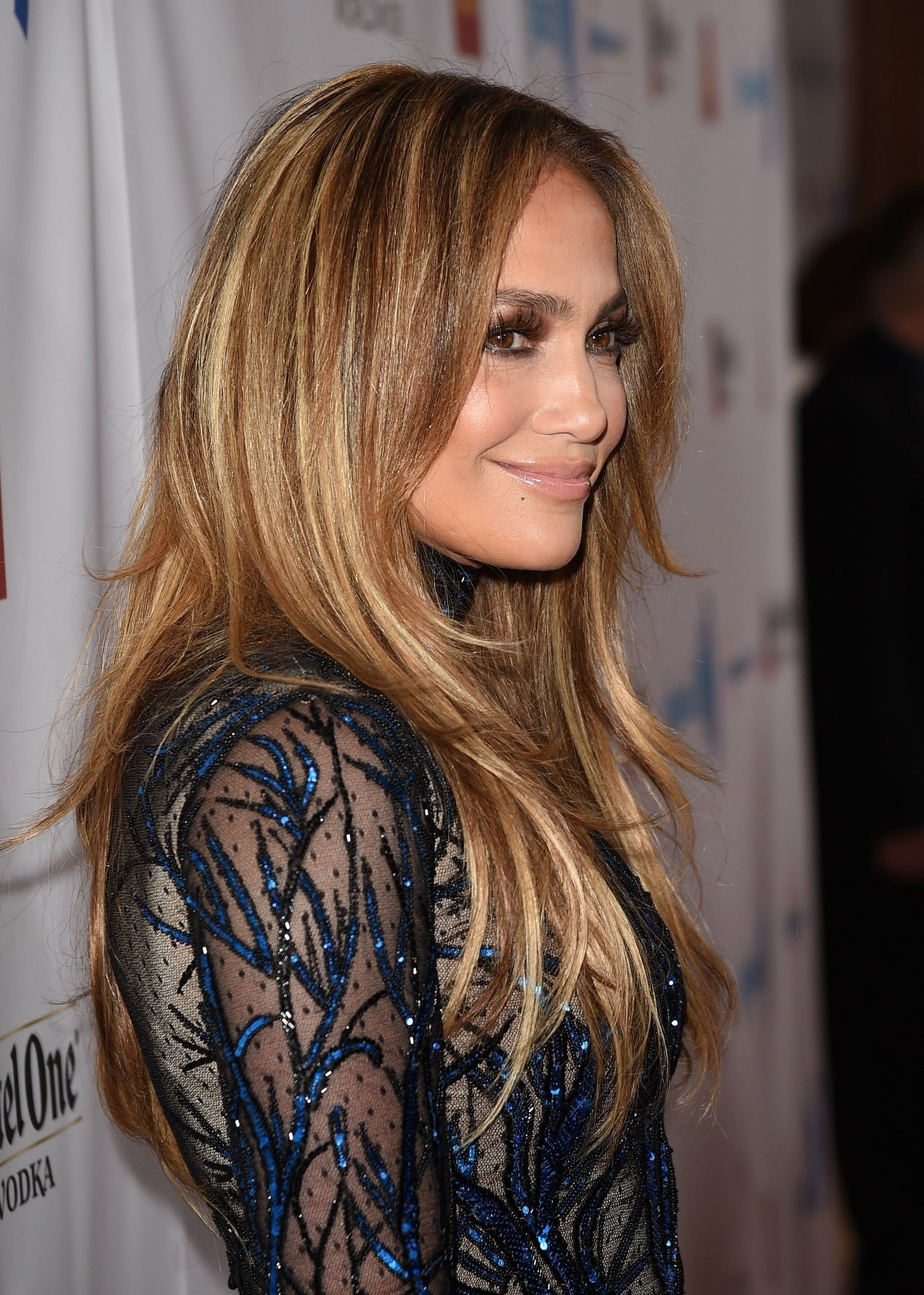 Jennifer Lopez caramel highlighted hair colors for the winter