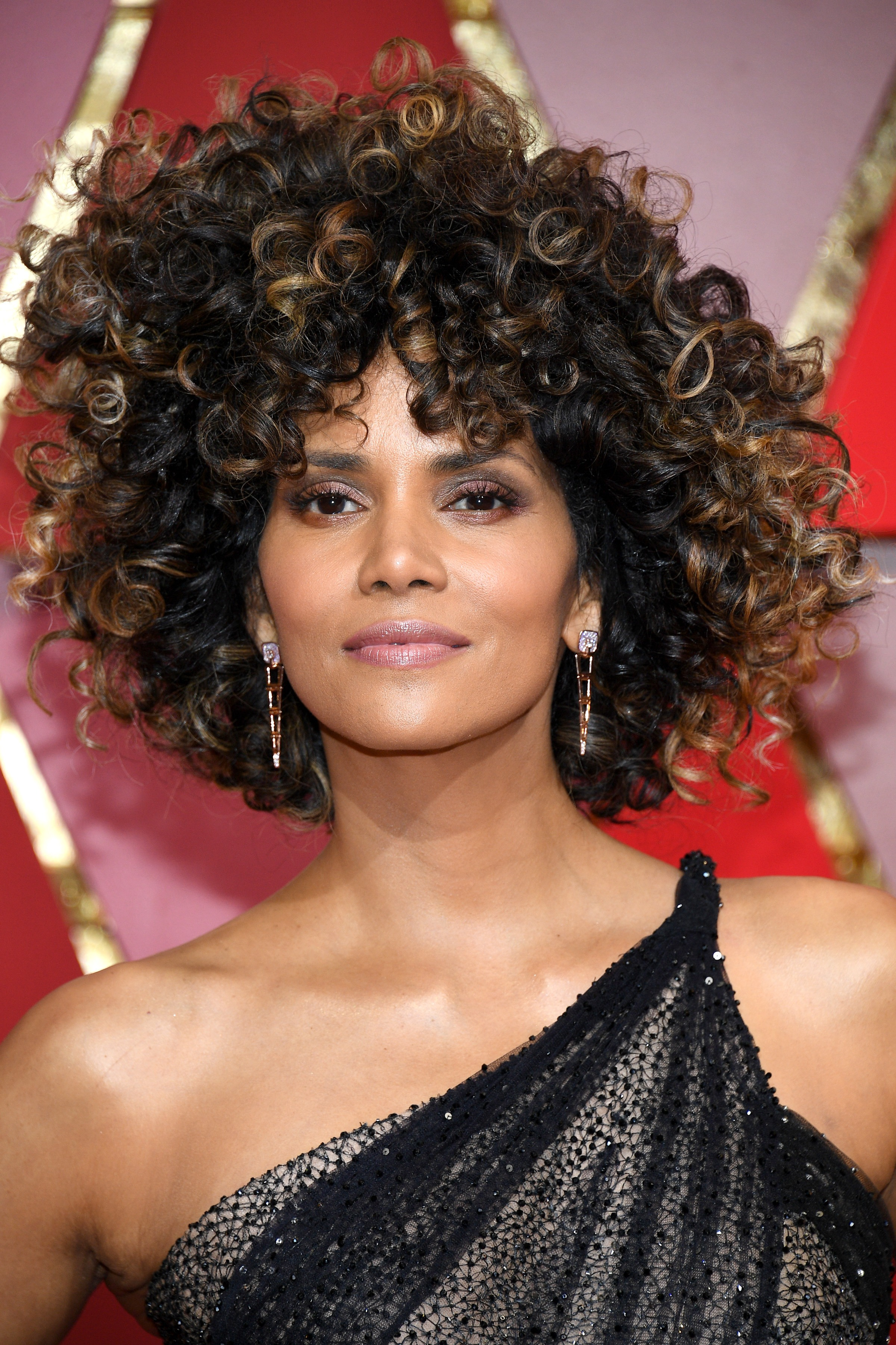 Halle Berry Curly Bob Hairstyles 2017 at Oscars