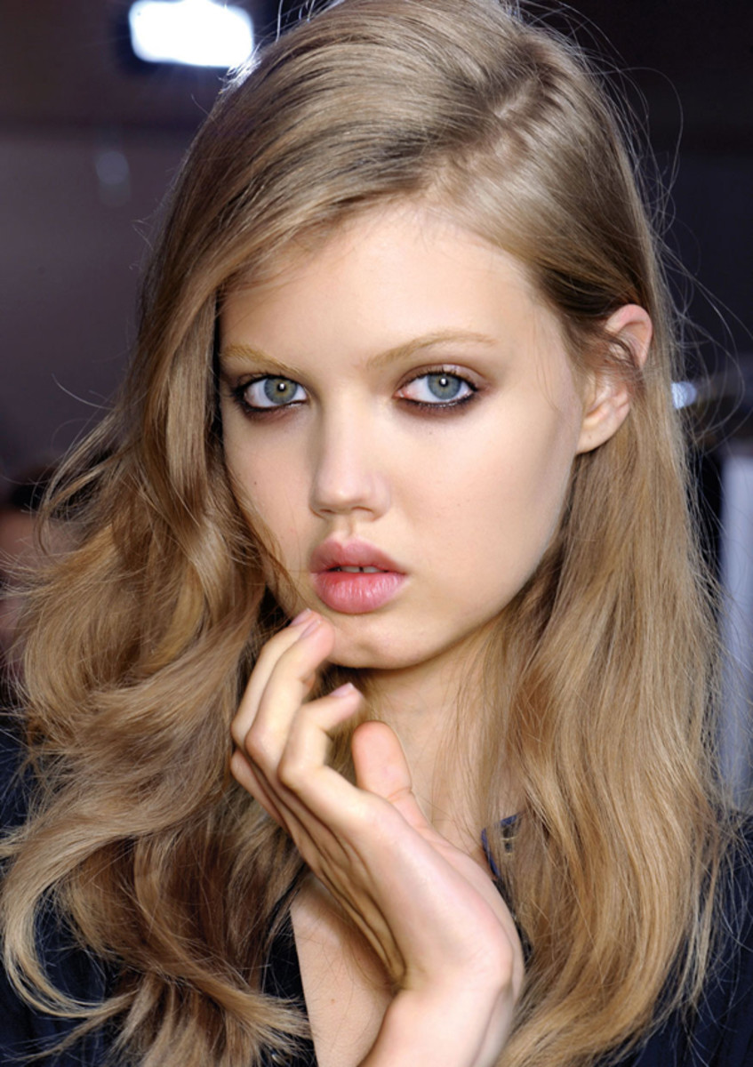 Lindsey Wixson ash blonde hair colors 2018 winter