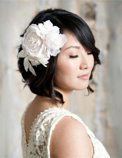Short hair wedding hairstyle with flower [19659023] Wedding hairstyles for short hair