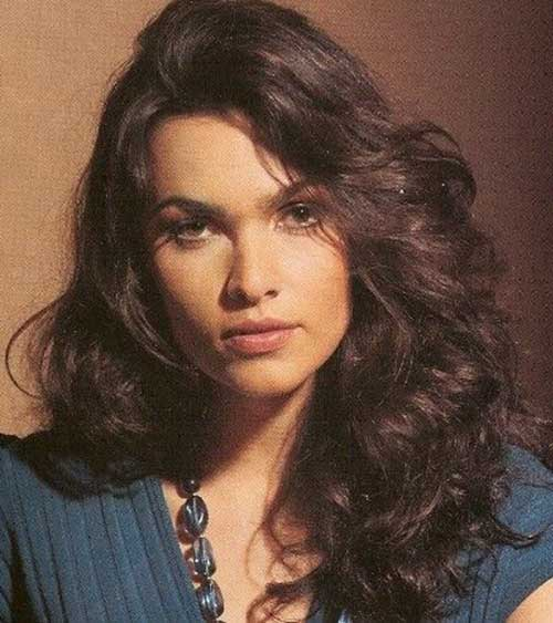 Long Curly Hairstyles for Round Faces-10