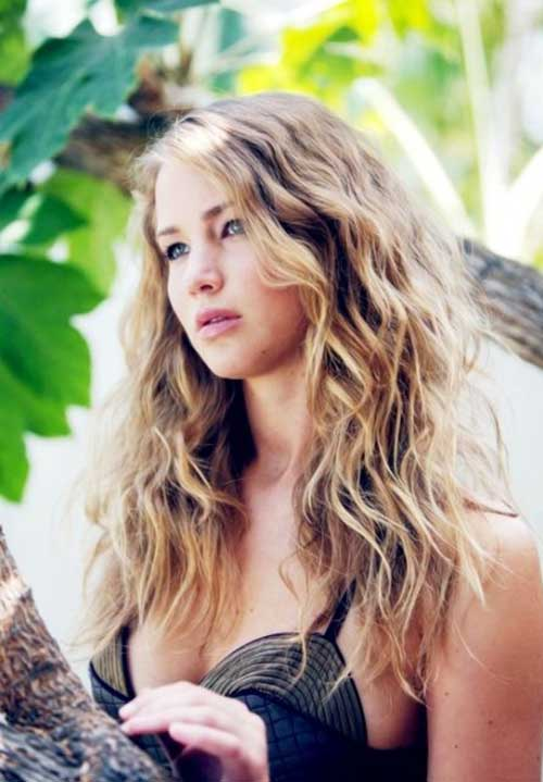 Long Curly Hairstyles for Round Faces-9