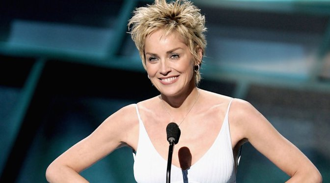 25 short hairstyles for women over 50 should look stylish in 2019
