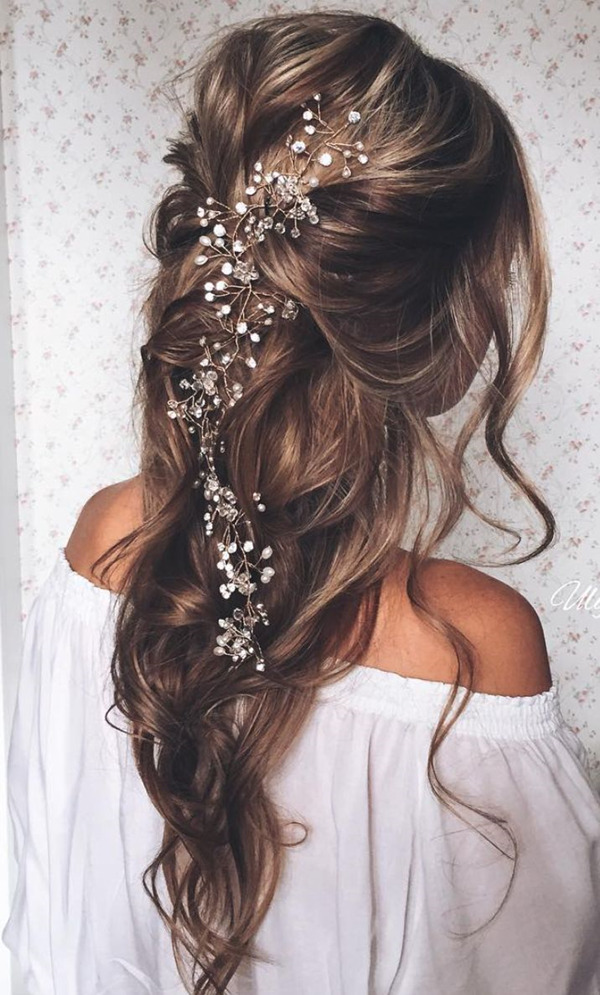 Backed-lose-wave wedding hairstyles with Bride headgear-for-long-hair