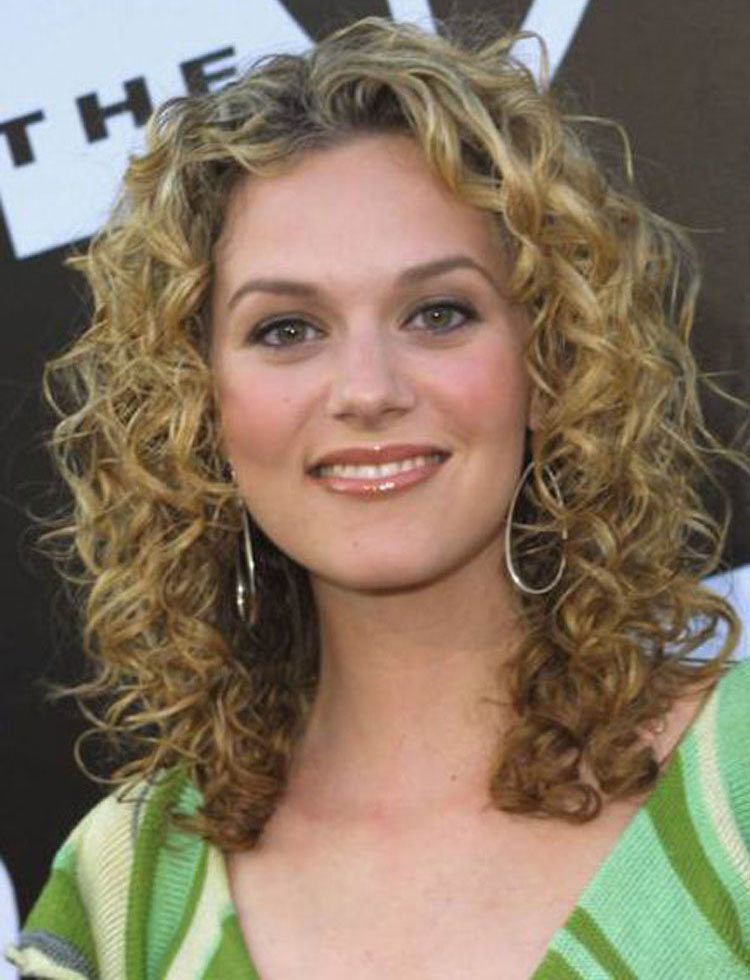 curly hairstyles cute and cute