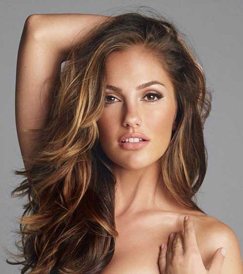 Stylish light brown hairstyles with highlights
