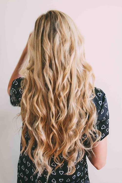 Stylish wavy long haircuts for blondes