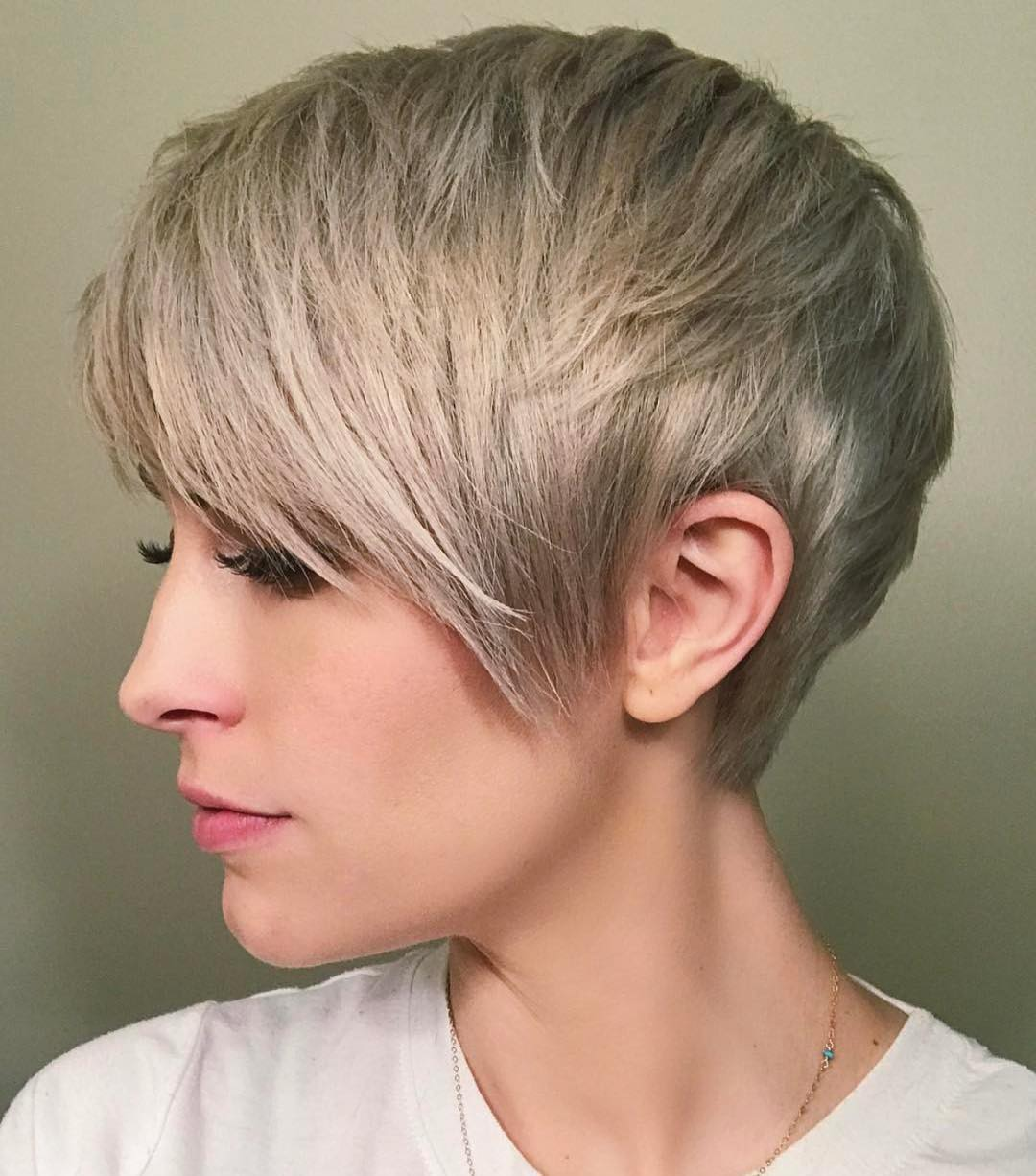 Short straight hairstyle - short hairstyles for women and girls