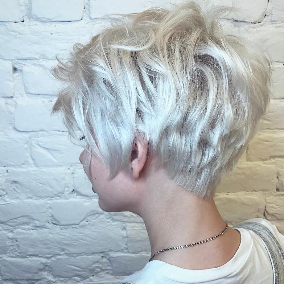 Latest Short Haircut for Fine Hair, Stylish Short Hair in 2018 [19659024] Credit </ figcaption> </ figure></p> <p> Adding <strong> Texture to Fine Hair </ strong> is a great way to make it look thicker.  Here is a good example of a modern, choppy haircut.  The cut is layered throughout, so the hair is light and can be easily inflated for a flattering volume.  This picture shows the latest V-shaped neck detail with the hair dull cut to create a choppy line.  The all-round silvery-blonde color is very modern and chic.  And a subtle white balayage and hints of ash and beige toner create interesting light and dark shades.  A slightly wavy texture completes a beautiful, modern hairstyle for fine to medium hair.  </ P></p><div class='code-block code-block-1' style='margin: 8px auto; text-align: center; display: block; clear: both;'> <!--ads/280.txt--></div>  <h2> Quirky wind-whipped hairstyle on ash-blonde short haircut </ h2></p> <figure id =